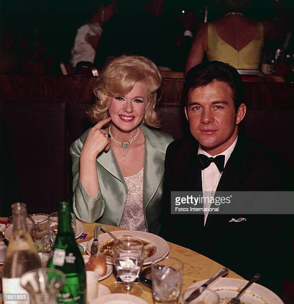 American actor Connie Stevens and her husband actor James Stacy sit at a table during the Academy Award ceremonies Santa Monica California April 13...
