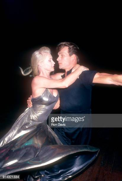 American actor dancer and singersongwriter Patrick Swayze dances with his wife Lisa Niemi during the 1994 World Music Awards on May 4 1994 in Monte...