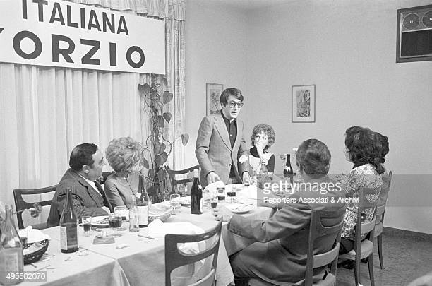 American actor Dustin Hoffman and Italian actress Carla Gravina in front of a decked table in the film Alfredo Alfredo 1972