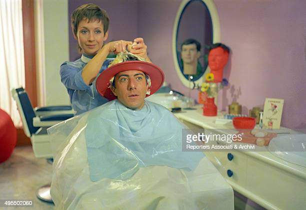 American actor Dustin Hoffman sitting at the hairsalon in the film Alfredo Alfredo 1972