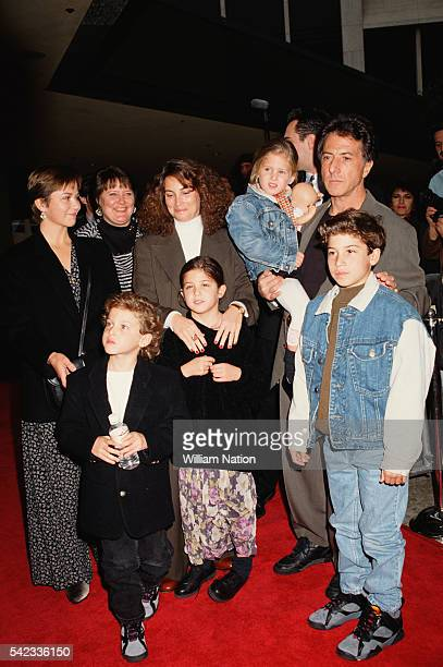American actor Dustin Hofman, his wife Lisa Gottsegen, and their children attend the premiere of the movie Hook, directed by Steven Spielberg.