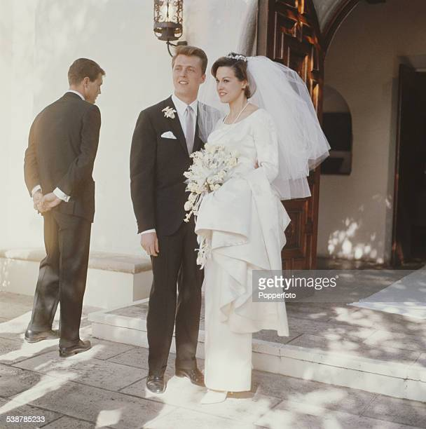 American actor Edd Byrnes marries actress Asa Maynor at a wedding ceremony in Beverly Hills, Los Angeles on 25th March 1962.