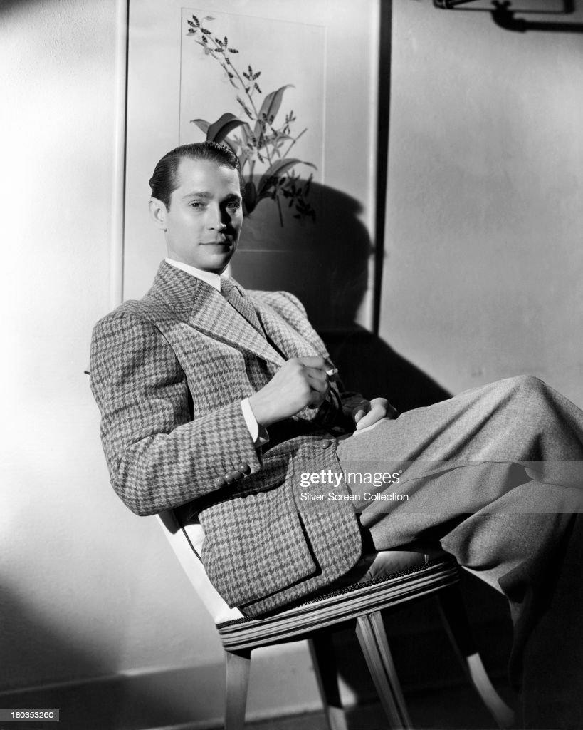 American actor Franchot Tone (1905 - 1968), wearing a tweed jacket, circa 1935.