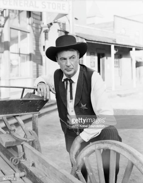 American actor Gary Cooper as sheriff Will Kane in Fred Zinnemann's 'High Noon', 1952.