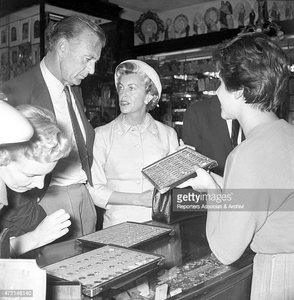 American actor Gary Cooper with his wife Veronica Balfe shopping at a souvenir shop in Rome Rome 1957