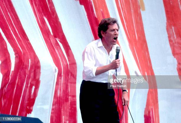 American actor George Segal speaks from the stage during the Live Aid benefit concert at Veteren's Stadium, Philadelphia, Pennsylvania, July 13, 1985.