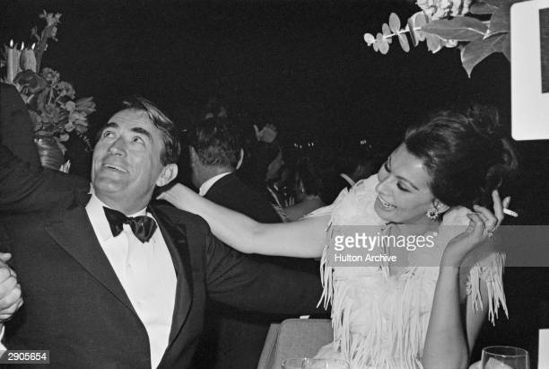 American actor Gregoy Peck and Italian-born actress Sophia Loren chat at the Academy Awards, Santa Monica, California, April 9, 1963.