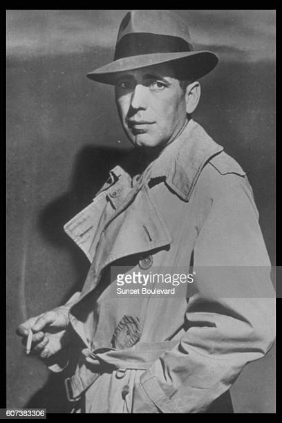 American actor Humphrey Bogart on the set of Casablanca directed by HungarianAmerican Michael Curtiz