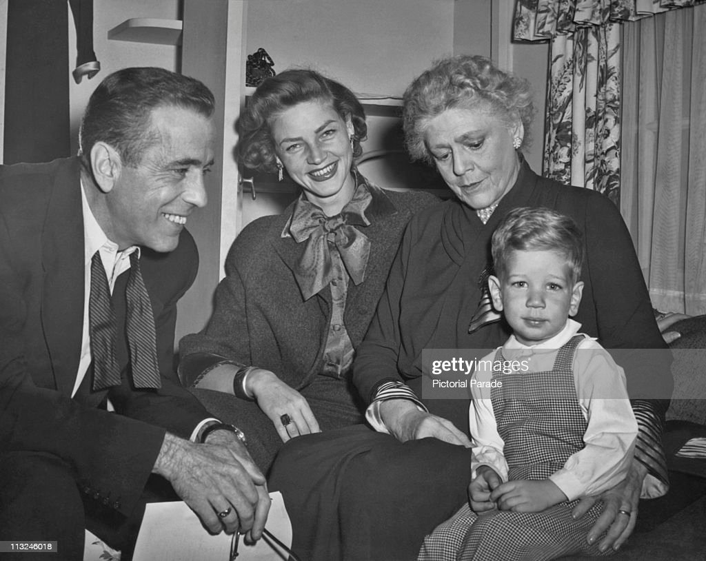 Humphrey Bogart With Ethel Barrymore And Fmily : News Photo