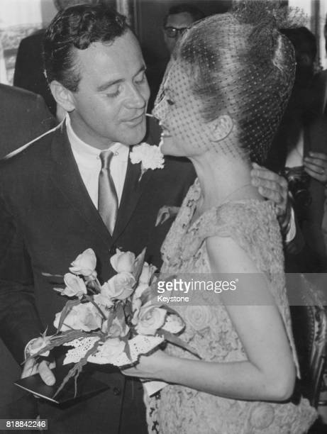 American actor Jack Lemmon marries actress Felicia Farr in a civil ceremony at the town hall of the 8th arrondissement in Paris France 17th August...