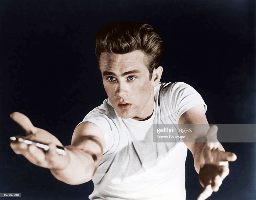 On the set of Rebel Without a Cause : News Photo