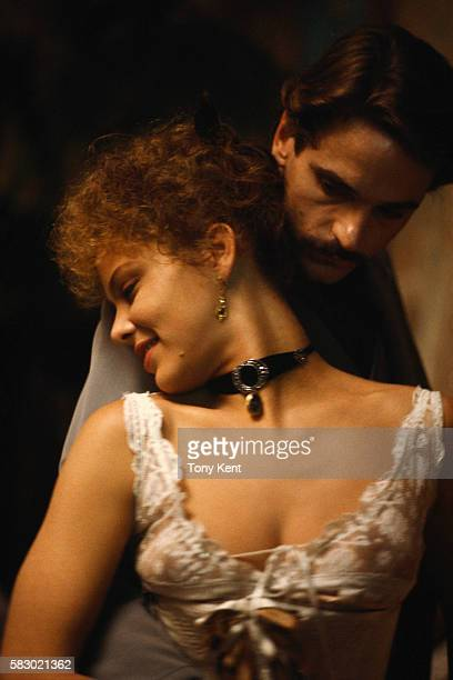 American actor Jeremy Irons and Italian actress Ornella Muti on set of the film Un amour de Swann directed by Volker Schlondorff