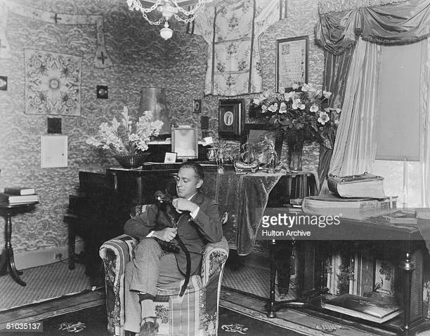 American actor John Barrymore relaxes at home with his pet monkey circa 1930