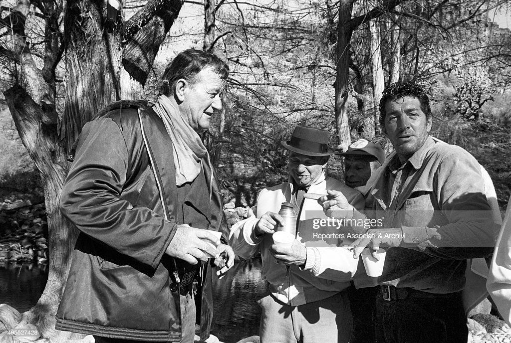 "John Wayne and Dean Martin having a break on the set of the film ""The Sons of Katie Elder"" : News Photo"