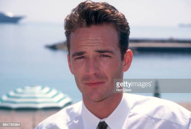 American actor Luke Perry poses for a portrait at the 1995 World Music Awards on May 3 1995 in Monte Carlo Monaco