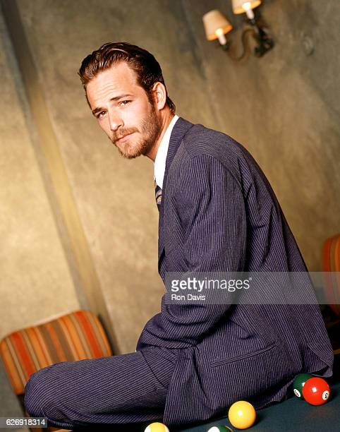 American actor Luke Perry poses for a portrait circa 1998 in Los Angeles California