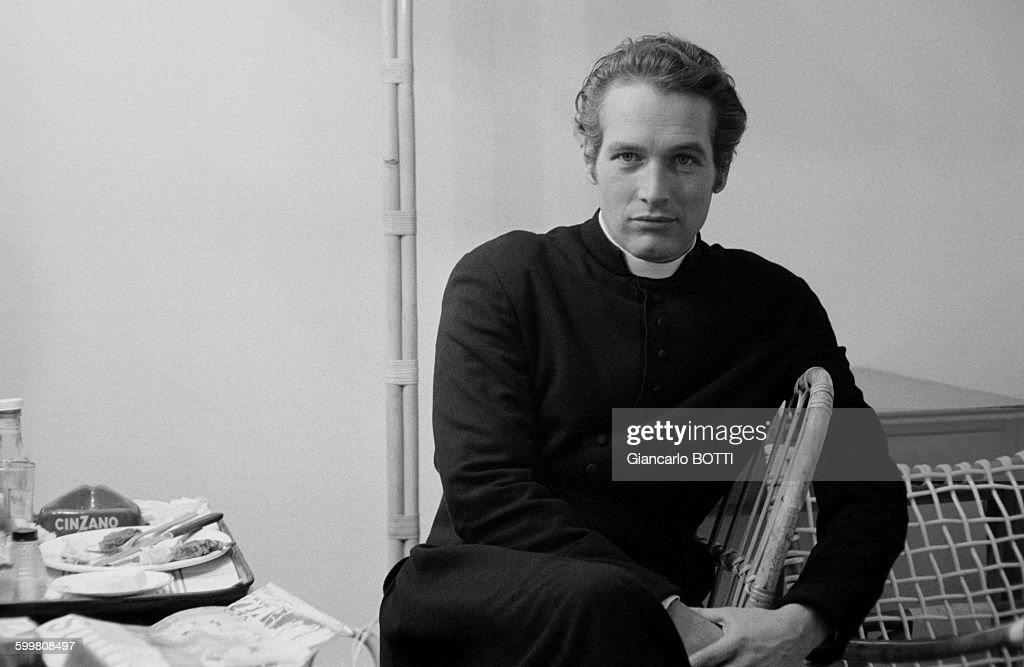 af384810 American actor Paul Newman on the set of the comedy film 'Lady L ...