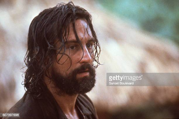 https://media.gettyimages.com/photos/american-actor-robert-de-niro-on-the-set-of-mission-directed-by-joff-picture-id607397698?s=612x612