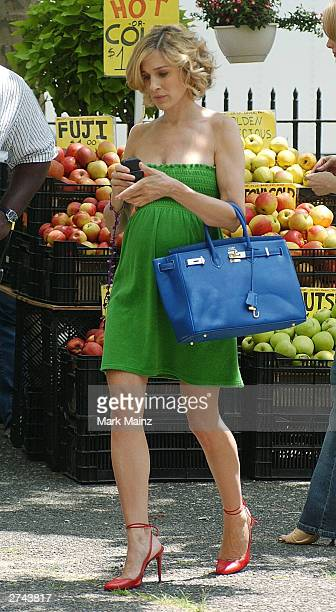 American actor Sarah Jessica Parker takes a break from filming the HBO series 'Sex and the City' on location in New York City June 17 2002