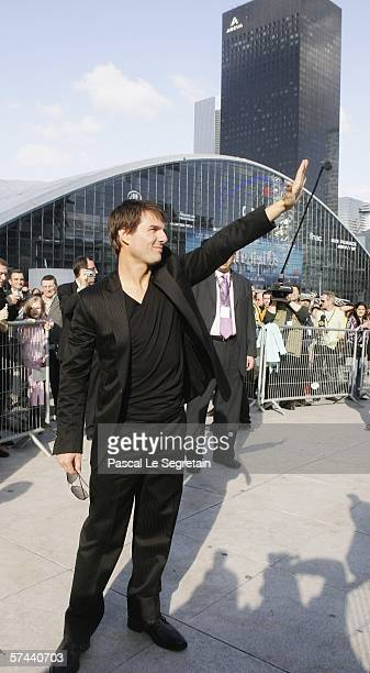 American Actor Tom Cruise waves as he arrives to attend the Mission Impossible III French Premiere on April 26 2006 in La Defense outside Paris