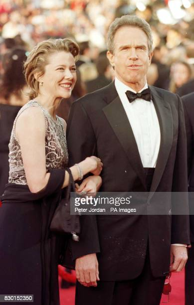 American actor Warren Beatty and his partner actress Annette Bening arrive at the 71st Annual Academy Awards in Los Angeles California 13/08/99...