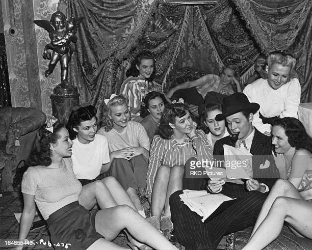 American actor writer director and producer Orson Welles surrounded by women on the set of his film 'Citizen Kane' USA 1940