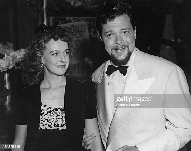 American actor writer director and producer Orson Welles with actress Linda Winters at the premiere of the film 'The Wizard of Oz' USA 1939