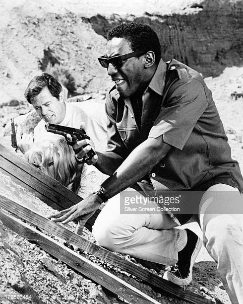 American actors Bill Cosby as Alexander Scott and Robert Culp as Kelly Robinson in the TV series 'I Spy' circa 1965