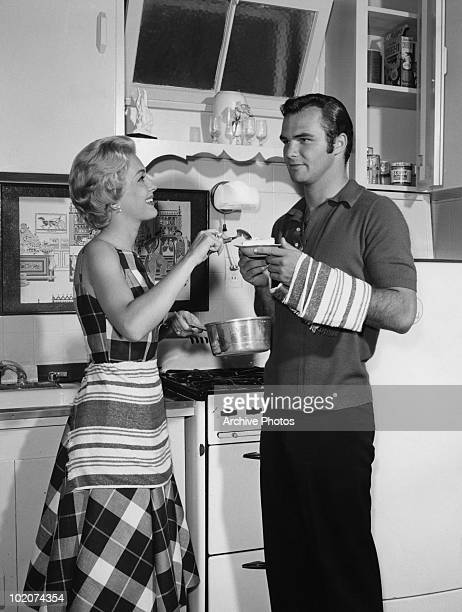 American actors Burt Reynolds and Lori Nelson experiment in the kitchen circa 1959