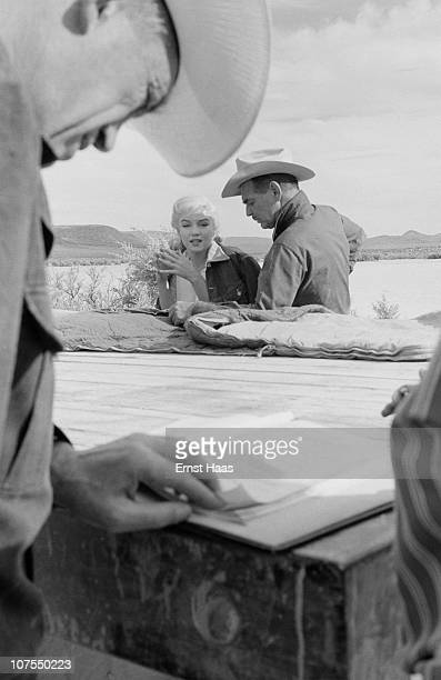 American actors Clark Gable and Marilyn Monroe during the location shoot of 'The Misfits' in the Nevada Desert 1960 Director John Huston is in the...