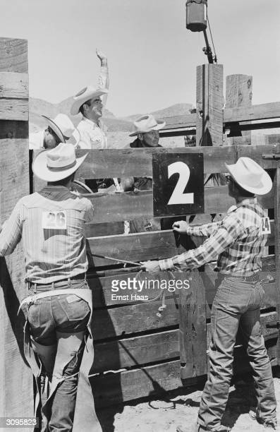 American actors Clark Gable and Montgomery Clift filming John Huston's 'The Misfits' on location in the Nevada Desert