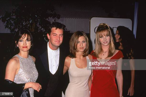American actors Courteney Cox Matthew Perry Jennifer Aniston and Lisa Kudrow of the primetime comedy series 'Friends' pose for a picture at the...