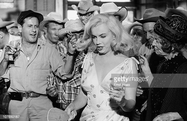 American actors Eli Wallach and Marilyn Monroe , during the location shoot of 'The Misfits' in the Nevada Desert, 1960.
