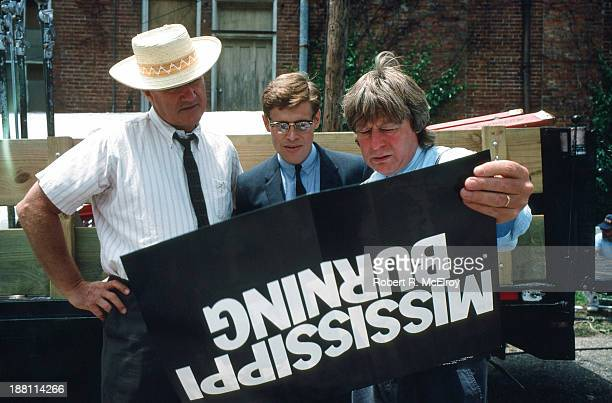 American actors Gene Hackman and Wilem Dafoe and British director Alan Parker on the set of their movie 'Mississippi Burning' Braxton Mississippi May...