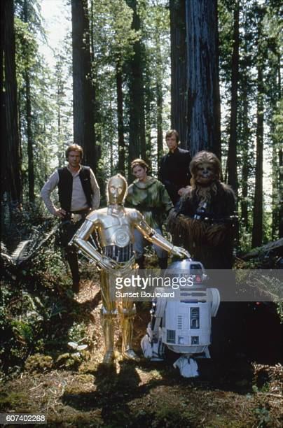 American actors Harrison Ford Mark Hamill British Anthony Daniels and Peter Mayhew on the set of Star Wars Episode VI Return of the Jedi directed by...