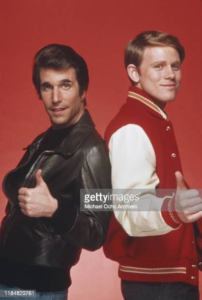 American actors Henry Winkler and Ron Howard as Arthur 'The Fonz' Fonzarelli and Richie Cunningham in the sitcom 'Happy Days' circa 1980