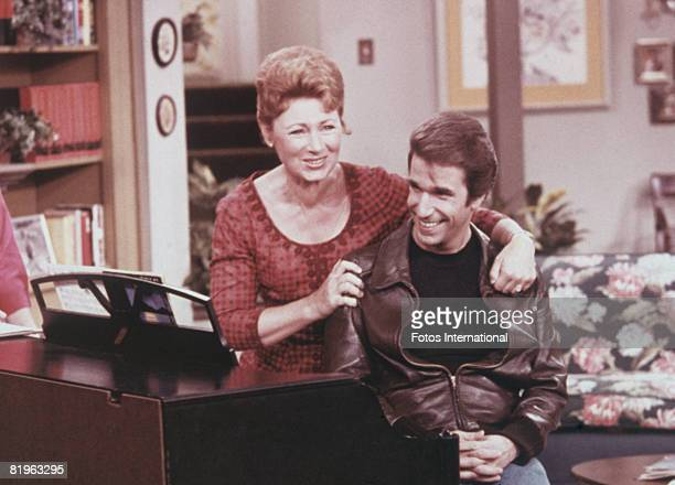 American actors Henry Winkler as Arthur 'Fonzie' Fonzarelli and Marion Ross as Marion Cunningham in a scene from the television sitcom 'Happy Days'...