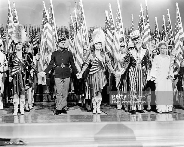 American actors Jeanne Cagney James Cagney Joan Leslie Walter Huston and Rosemary DeCamp in 'Yankee Doodle Dandy' directed by Michael Curtiz 1942