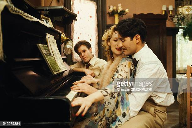 American actors Peter MacNicol Meryl Streep and Kevin Kline on the set of Sophie's Choice written directed and produced by Alan J Pakula