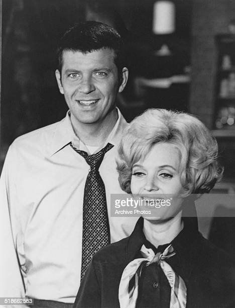 American actors Robert Reed as Mike Brady and Florence Henderson as Carol Brady in the US TV sitcom 'The Brady Bunch' circa 1970
