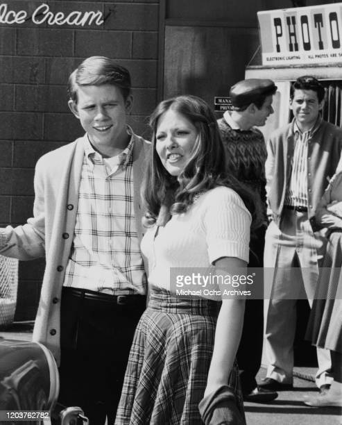 American actors Ron Howard and Christina Hart on the set of the television sitcom 'Happy Days', USA, circa 1975. In the background are co-stars Donny...