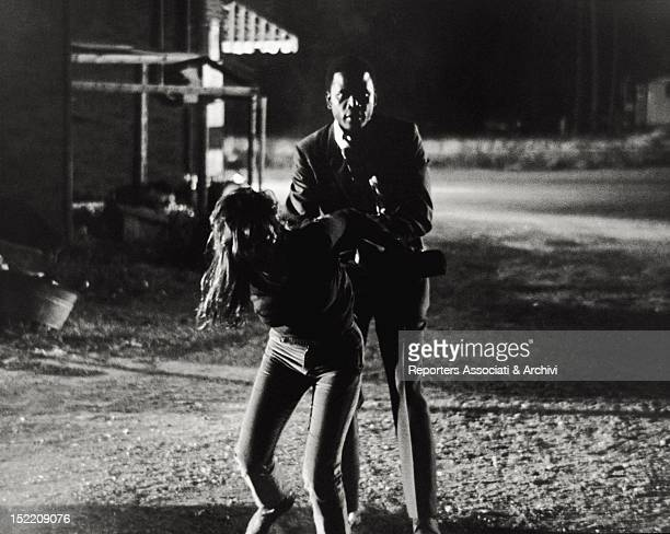 American actors Sidney Poitier and Quentin Dean acting in the film 'In The Heat of The Night' 1967