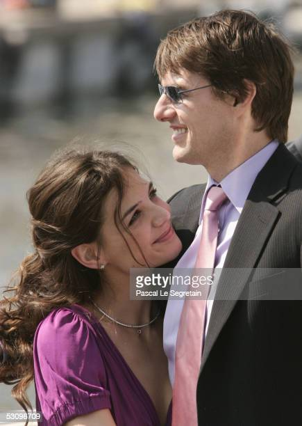 American actors Tom Cruise arrives with his fiancee Katie Holmes to Marseille ahead of the French premiere of his new film 'War Of The Worlds' June...