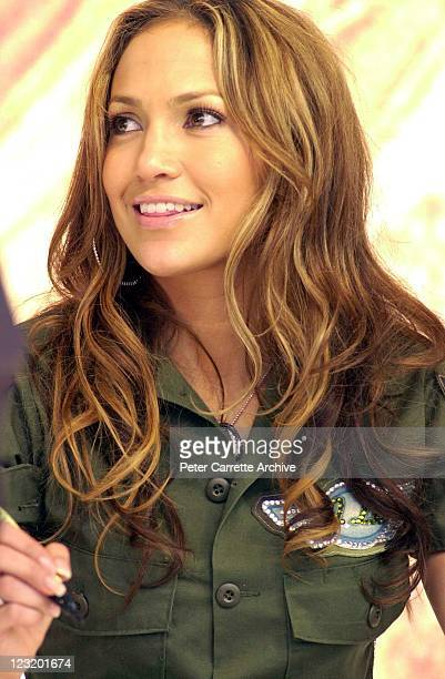 American actress and singer Jennifer Lopez signs autographs for fans after her live performance at Darling Harbour on February 22 2001 in Sydney...