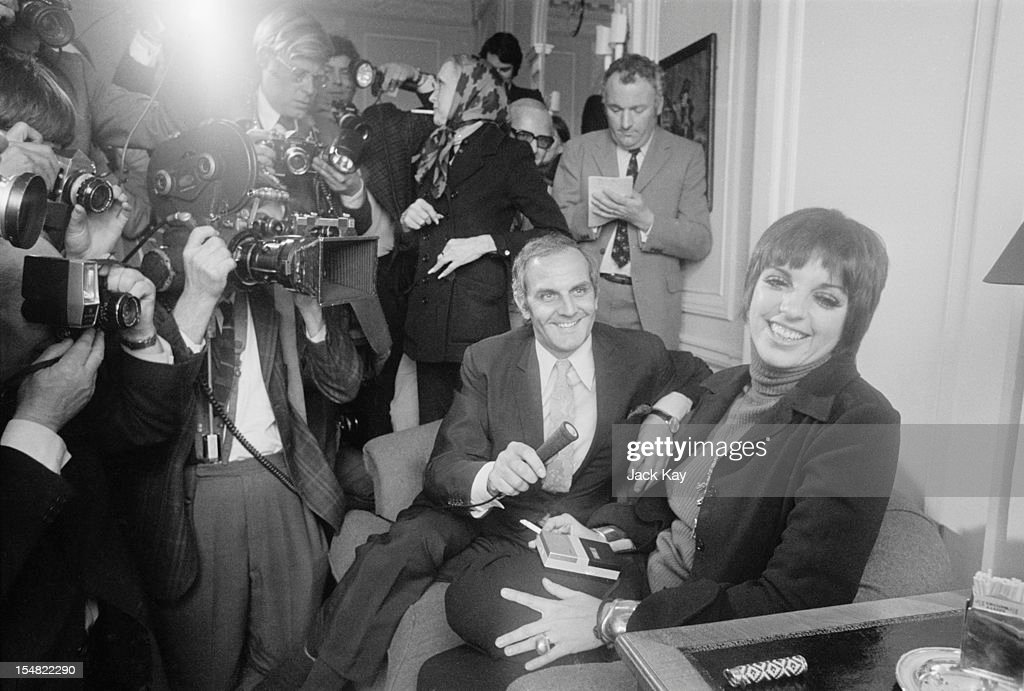 American Actress And Singer Liza Minnell I Surrounded By