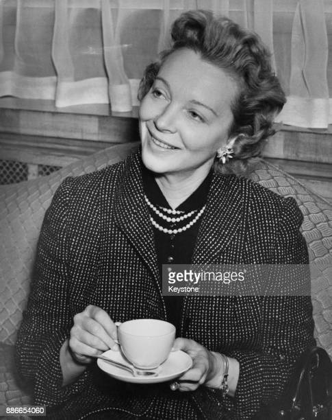 American actress and singer Virginia Bruce at the Dorchester Hotel in London 16th February 1955 She is in the UK to make a new film