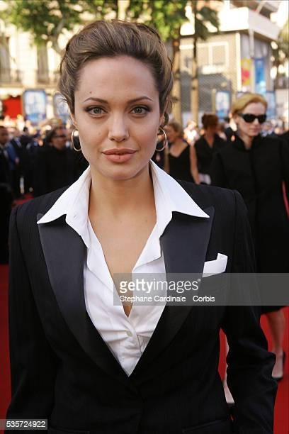 American actress Angelina Jolie attends the premiere of Andrew Adamson Kelly Asbury and Conrad Vernon's animation movie 'Shrek 2' in competition at...