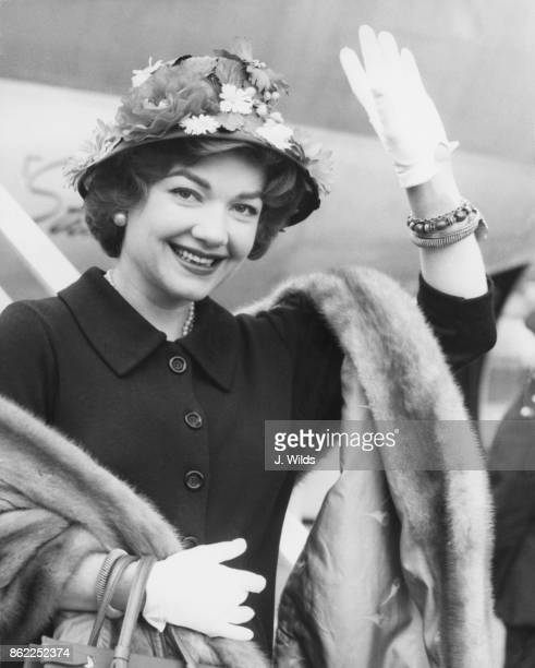 American actress Anne Baxter arrives at London Airport from the United States 30th May 1958 She is in the UK to star in the stage show 'The Joshua...
