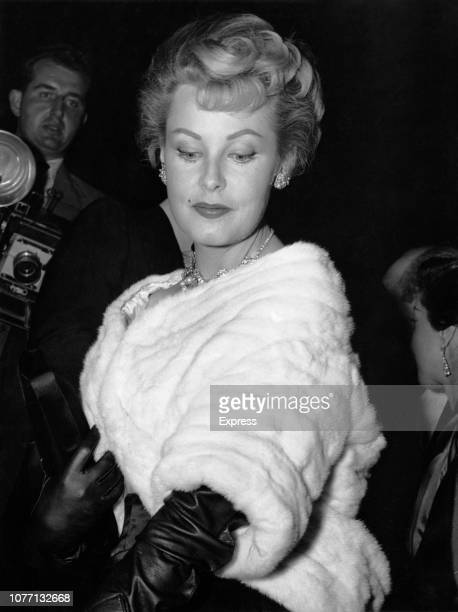 American actress Arlene Dahl attends the premiere of the film 'Guys and Dolls' produced by American film mogul Sam Goldwyn at the Empire Theatre in...