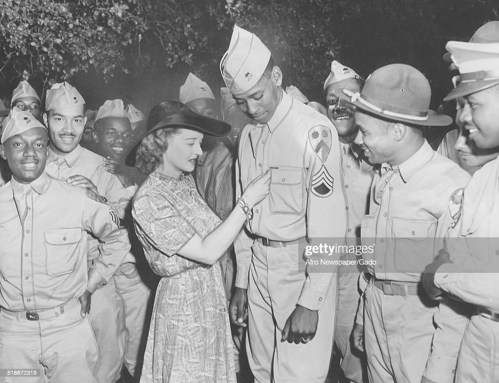 Bette Davis And African-American Troops : News Photo